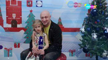 Гоша Куценко с дочерью поздравляют телеканал «Карусель» с Новым годом